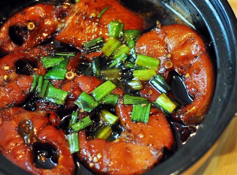 Cá cơm rim tiêu (cá kho tộ)